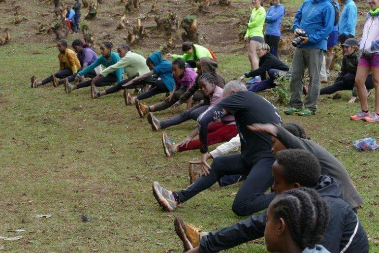 Atletas etíopes entrenando
