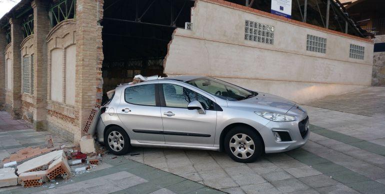 Un coche derriba el muro del antiguo gimnasio de san for Gimnasio toledo