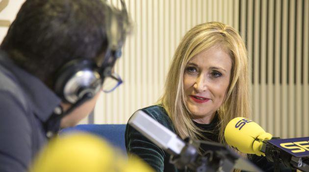La presidenta Cristina Cifuentes durante su entrevista en los estudios de la Cadena SER en Madrid