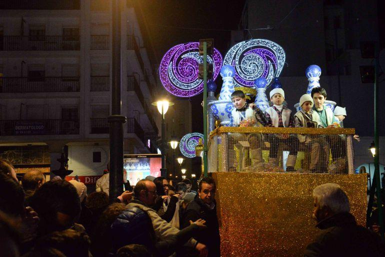 Foto de archivo de la cabalgata de los Reyes Magos de Algeciras 2017.