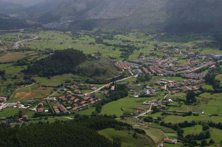 Vista área de la Junta Vecinal de Sámano.