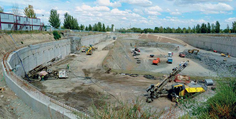 Obras de exavación de los cimientos del futuro centro comercial