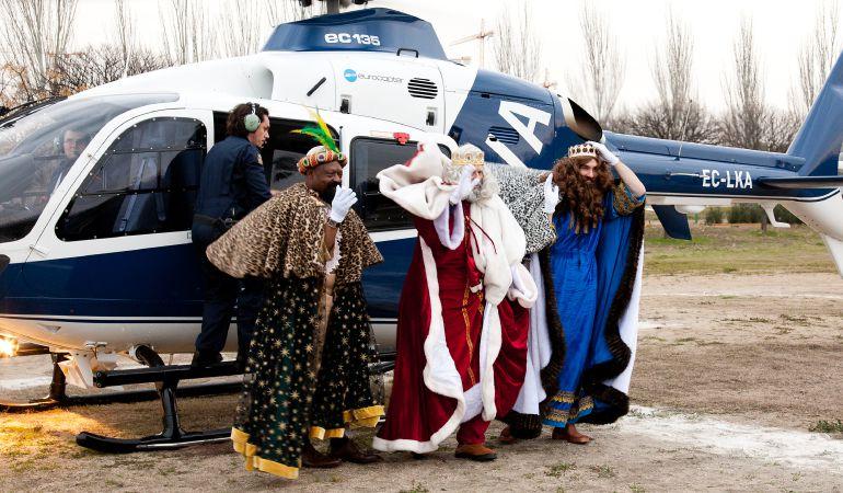 Los Reyes Magos vuelven al sur de Madrid en helicóptero para aterrizar en Getafe y Leganés