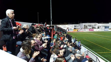El público animando al Formentera