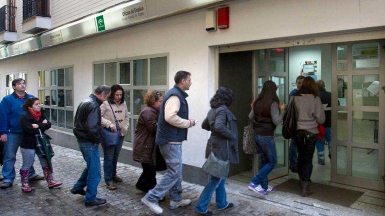 Las cifras de desempleo han bajado en diciembre en la provincia, pero se mantienen más de 200 mil personas sin encontrar trabajo.