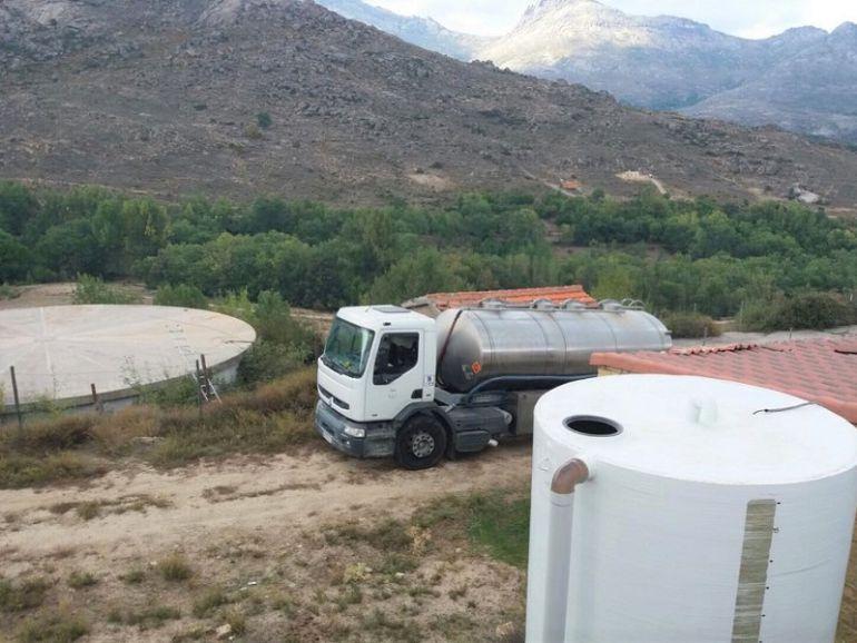 Uno de los medios para repartir el agua es a través de camiones cisterna