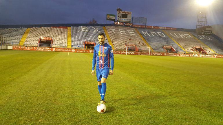 Presentación del nuevo futbolista del Extremadura UD.