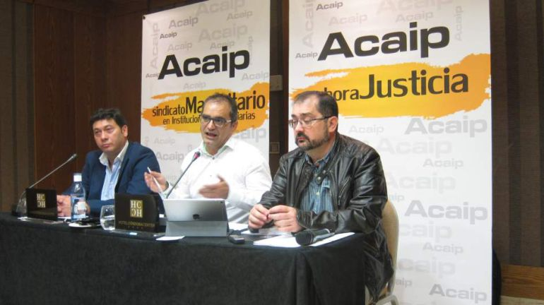 El presidente de ACAIP, José Luis Pascual, en el centro de la mesa.