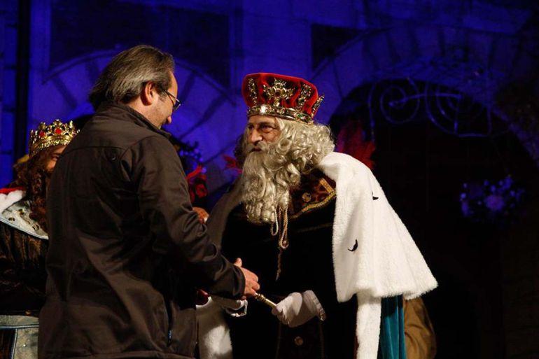Francisco Guarido entrega las llaves de la ciudad al Rey Melchor