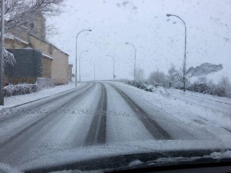 La nieve complica la circulación en varios tramos de carreteras en la provincia