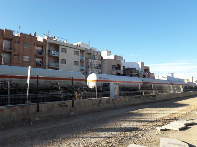 Ciento treinta y siete mil toneladas de mercancías peligrosas pasan por Alcantarilla y Murcia cada año