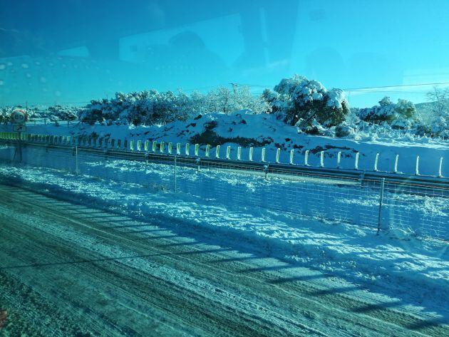 Imagen de la A-66, convertida en una pista de hielo este lunes entre Béjar y Guijuelo.