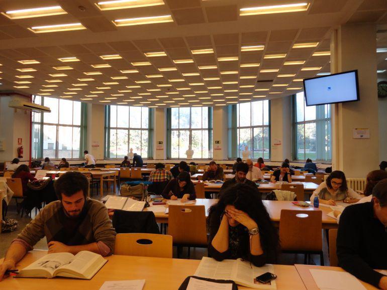 El ayuntamiento de Úbeda estudia la creación de una sala de estudio 24 horas
