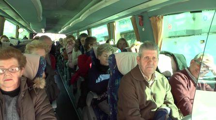 Un autobús repleto de paisanos de Francisco Javier Gómez Sevilla se ha dirigido a Jaén para acompañarle en el momento de su ingreso en prisión