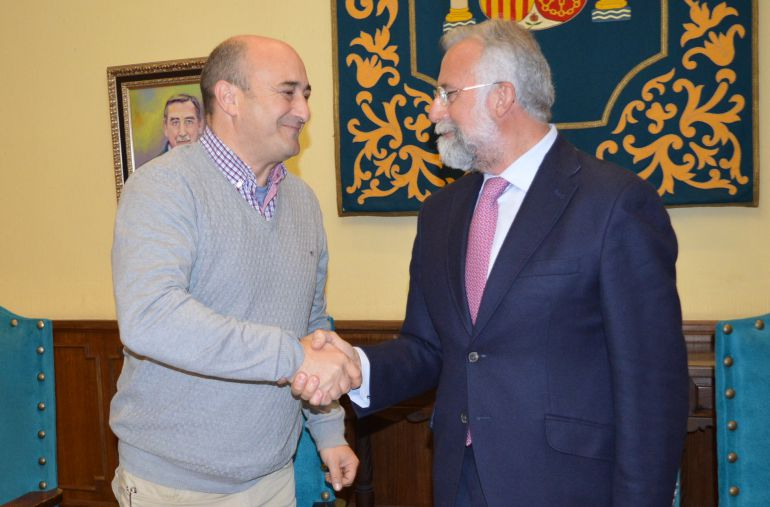 Ramos firma un convenio con RFE para que Talavera cuente con un sexto gran mural de cerámica sobre San Isidro