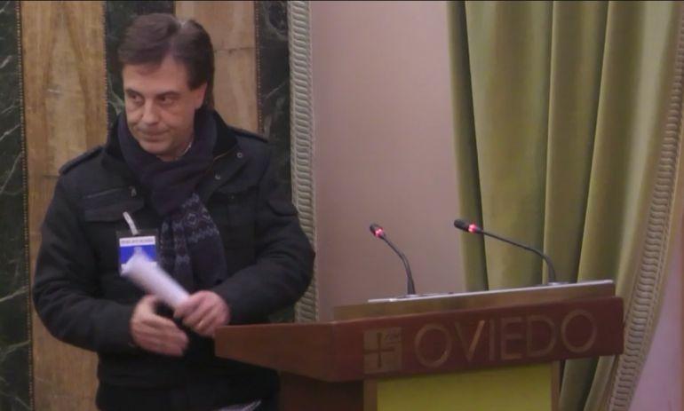 Manuel Arnaldo, representante de ASOTAXI, tras su intervención en el Pleno de Oviedo.