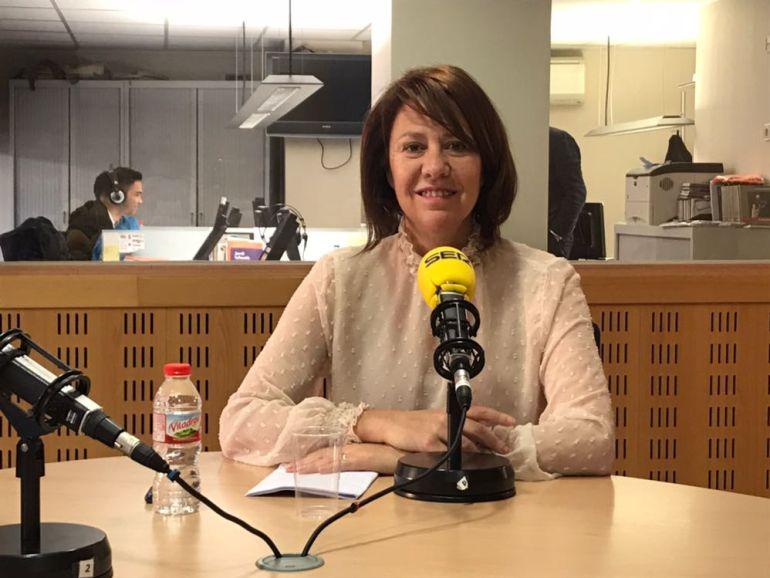 L'alcaldessa Madrenas durant l'entrevista a Ràdio Girona