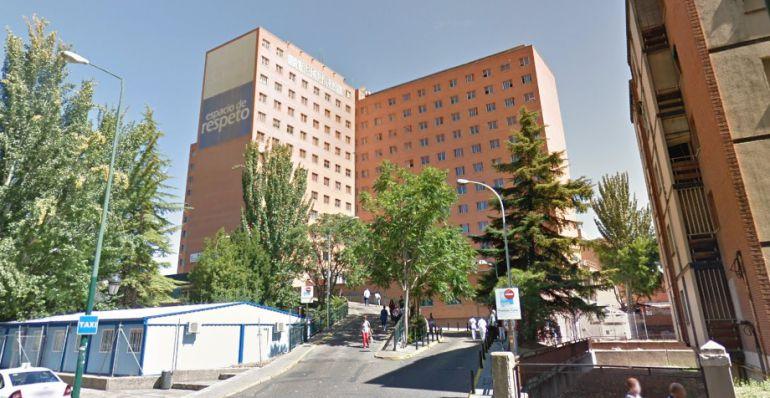 Exterior del Hospital Clínico Universitario, donde tuvieron lugar los hechos