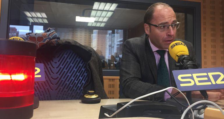 El presidente de la asociación Hoteles de Valladolid, durante la entrevista en los estudios de la SER