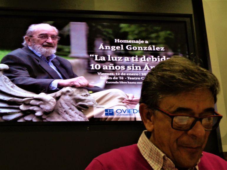 El concejal de Cultura de Oviedo, Roberto Sánchez Ramos, presenta el homenaje a Ángel González