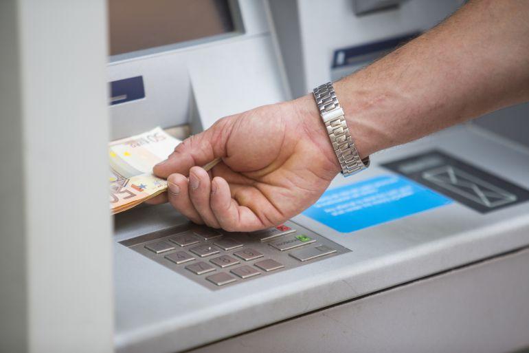 Roba la tarjeta a su jefa en Tenerife y saca 1.300 euros del cajero