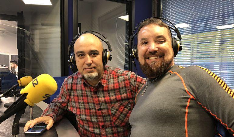 Marce y Raúl, del Club Pandetrave, durante su entrevista en Hoy por Hoy León
