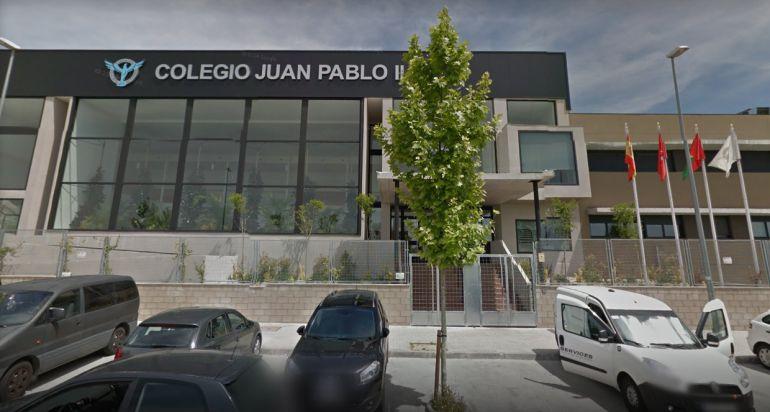 Fachada del colegio Juan Pablo II de Alcorcón (Madrid)