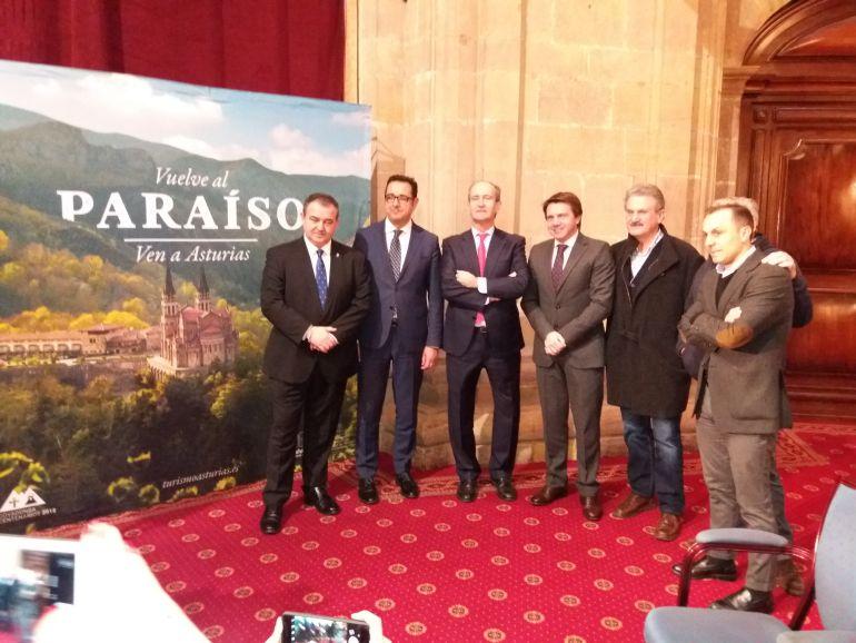 Asistentes al acto de presentación del estand de Asturias en Fitur y el programa de actividades