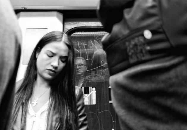 Fotografía con autorretrato de Pepe González Arenas en Metro de Madrid.