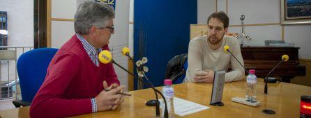 Eduardo Oliver entrevista a Alan Brandi, jugador del Jaén Paraíso Interior, en los estudios de Radio Jaén.
