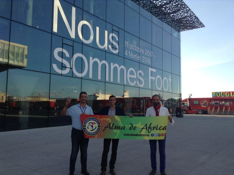 Alejandro Benítez con los comisarios de la Expo Gilles Pérez y Florent Molle