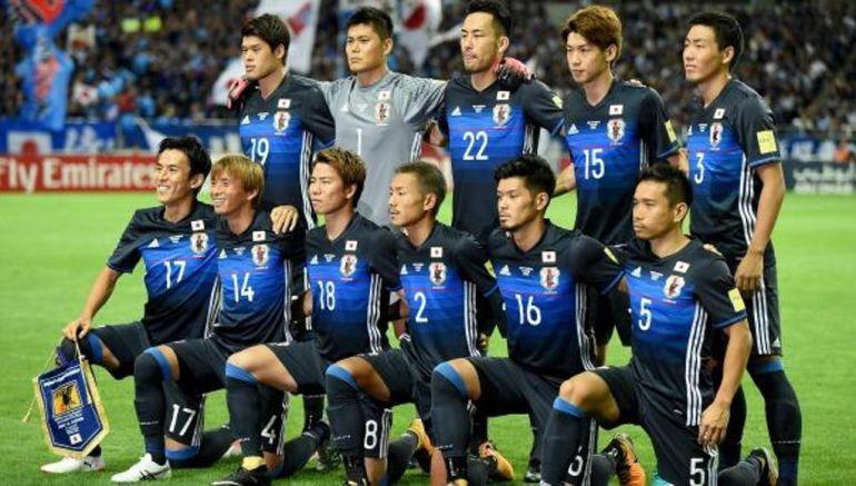 Formación de la selección japonesa con Ideguchi (2) en uno de sus últimos partidos oficiales