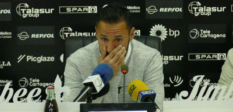 Juan Carlos Ceballos, visiblemente emocionado