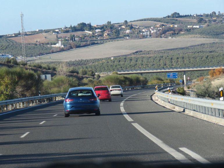 Turismos circulando por la A-45 sentido Córdoba a la altura de Montilla