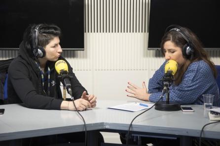 Miriam Gutiérrez con Puri Beltrán, durante la entrevista