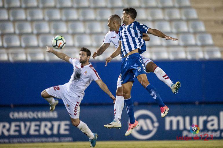 Pomares y Rodri en el partido de la primera vuelta en el Artés Carrasco