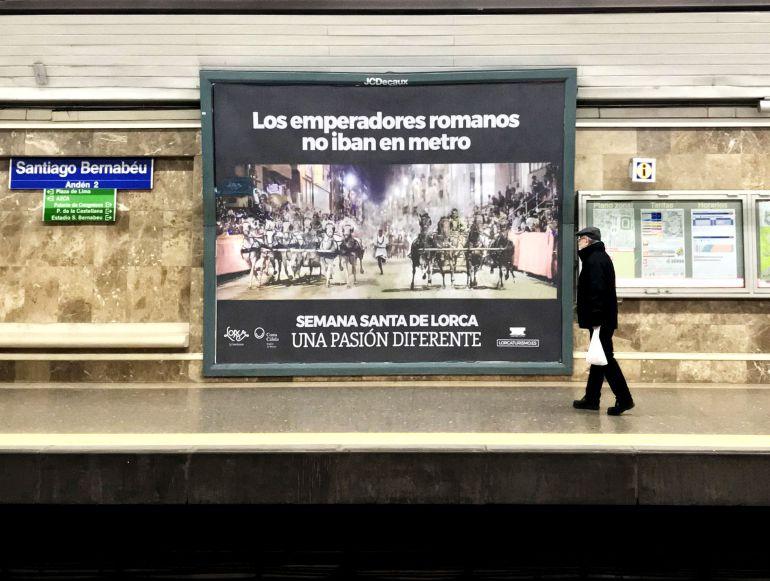 Imagen promocional de la ciudad de Lorca en la estación de metro de Santiago Bernabéu