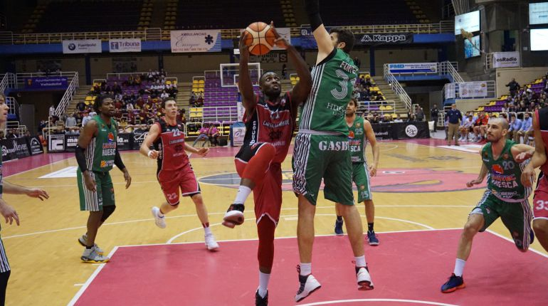 El Carramimbre gana remontando 83-75 al Levitec Huesca