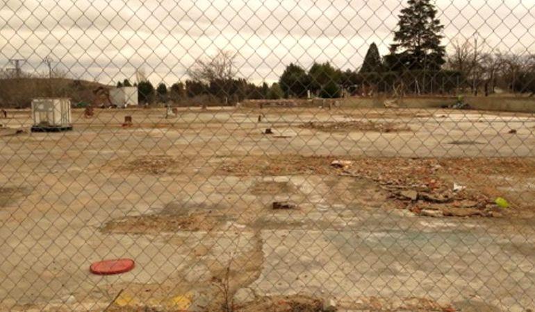 La parcela de la antigua Fundiciones Ros ha sido limpiada de fibrocemento
