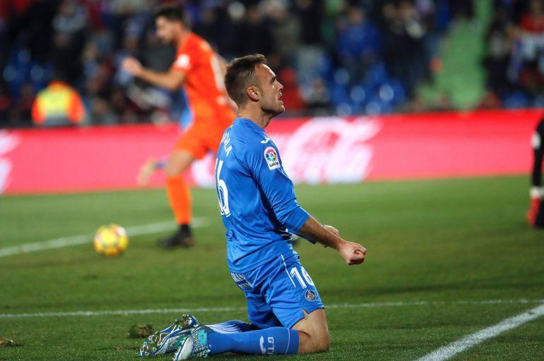 El defensa del Getafe, Cala, celebra su gol al Málaga