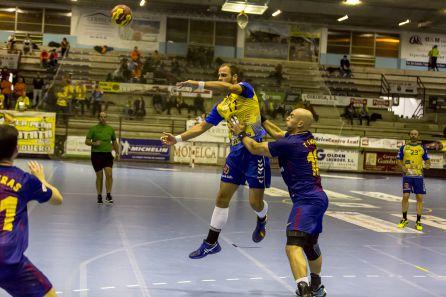 El lateral brasileño Yano Piovarcsik ya con la camiseta amarilla.