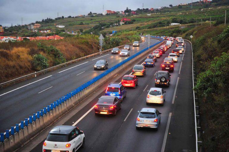 Los técnicos prevén que la autopista pueda estar de nuevo operativa a partir de las 06.00 horas del martes.