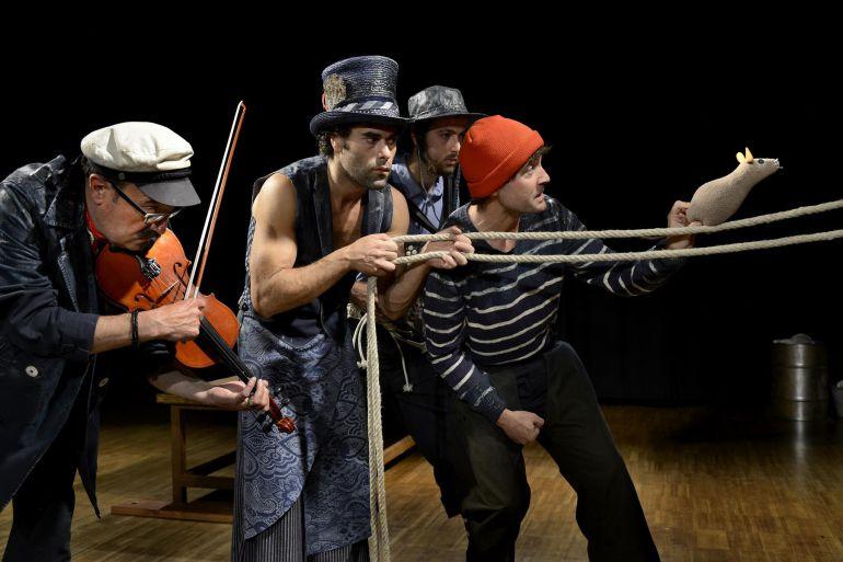 Los integrantes de la compañía de Teatro Gorakada, en una escena de Moby Dick