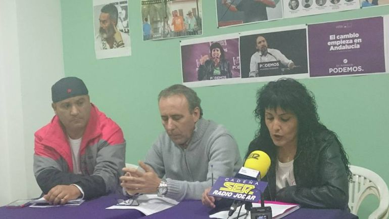 Antonio Sánchez (en el centro) acompañado por Manuela Blanco Moreno, que puede ser su sustituta al ocupar el puesto nº 2 en la candidatura