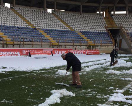 El veterano Morilla colaboró en la retirada de la nieve