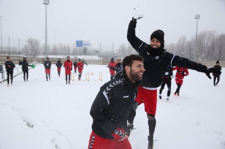 La nieve marcó el último entrenamiento semanal de la Cultural