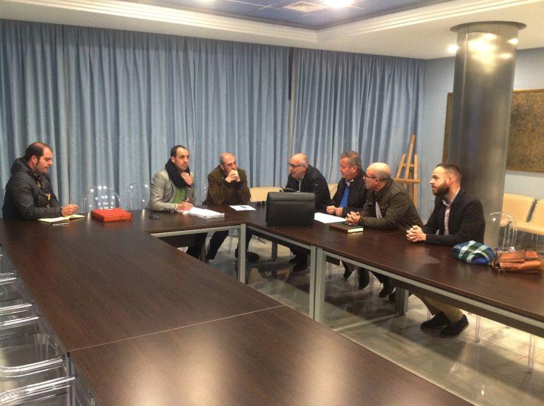 Los concejales en el Ayuntamiento de Almuñécar se reunen para consensuar las alegaciones que van a presentar a las obras de canalizaciones de la Presa de Rules