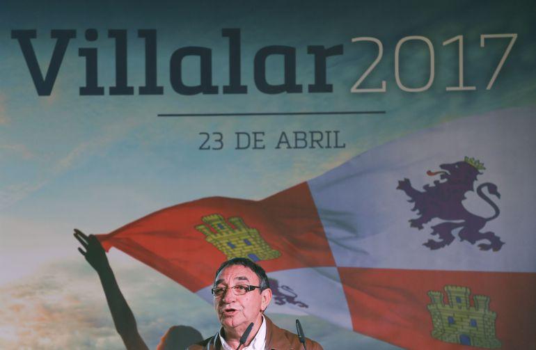 El Alcalde de Villalar de los Comuneros Luis Alonso Laguna durante su intervención en la fiesta de la comunidad celebrada en 2017