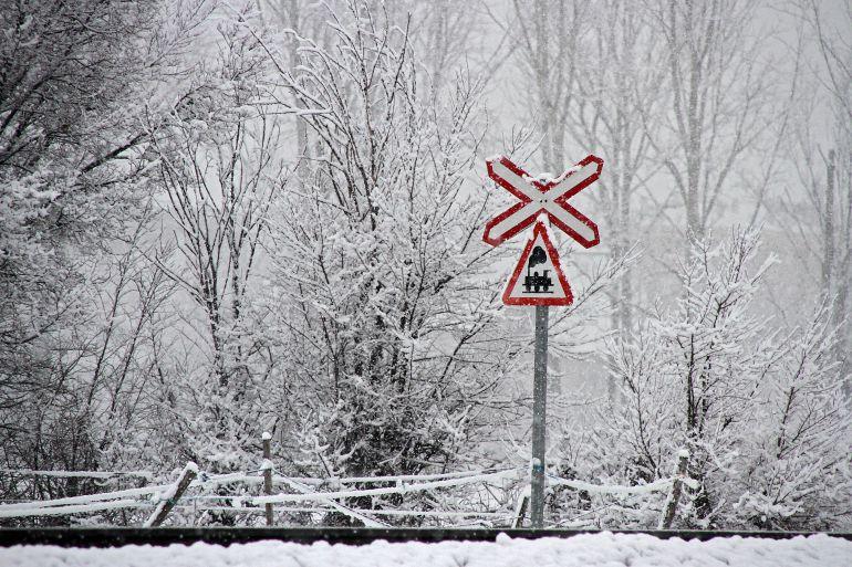 La nieve cae sobre el alfoz de la capital leonesa