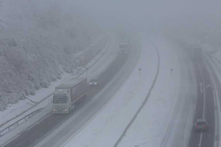 La autovía A6 a su paso por Ponferrada afectada por la intensa la intensa nevada